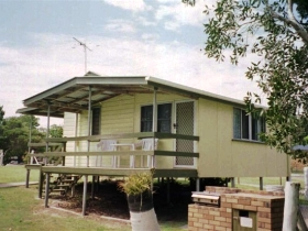 Cosy Cottages Amity Point - Melbourne Tourism