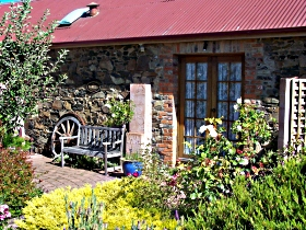 Evandale Stables Accommodation - Melbourne Tourism