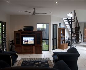 Dolphin Beach House - Melbourne Tourism