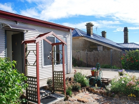 Oatlands Retreat - Melbourne Tourism