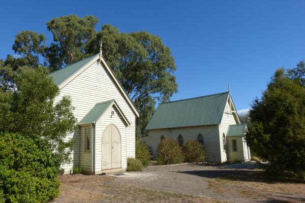 Churches of Yarck - Melbourne Tourism