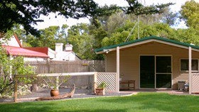 Shiralea Country Cottage - Melbourne Tourism