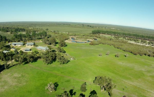 Sandy Lake Farm Stay Accommodation Gingin WA - Melbourne Tourism