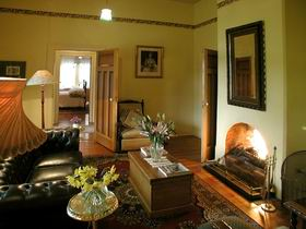 Buxton Manor - Garden and Loft Apartment - Melbourne Tourism