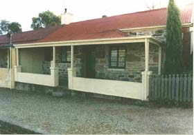 Lavender Cottage Bed And Breakfast Accommodation - Melbourne Tourism