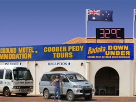 Radeka Downunder Underground Motel and Backpacker Inn - Melbourne Tourism