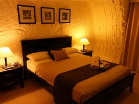 Underground Bed and Breakfast - Melbourne Tourism