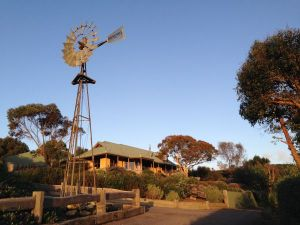 Daysy Hill Country Cottages - Melbourne Tourism