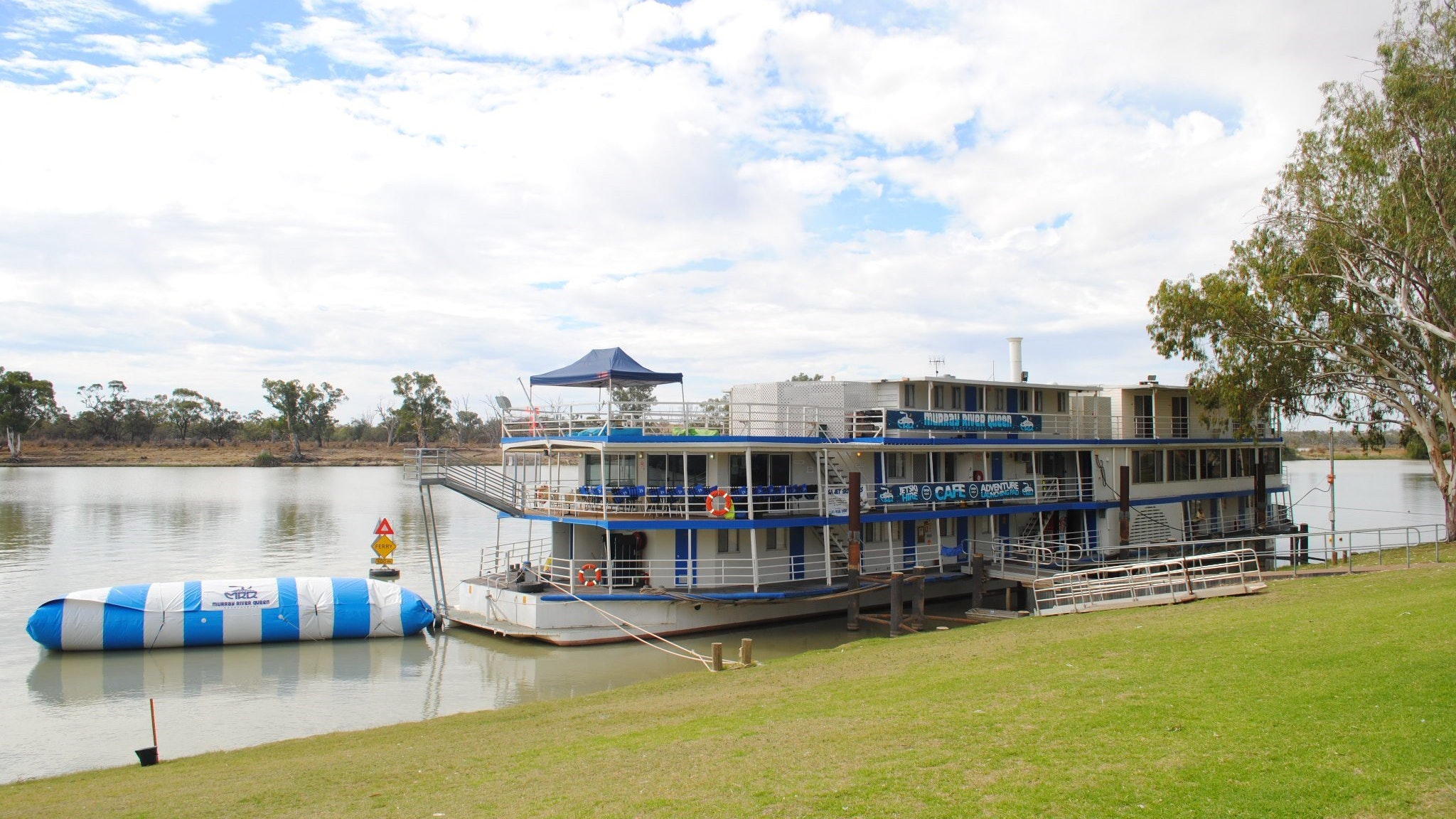 Murray River Queen Backpackers - Melbourne Tourism