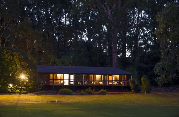 The Stirling Golf Club Motels - Melbourne Tourism