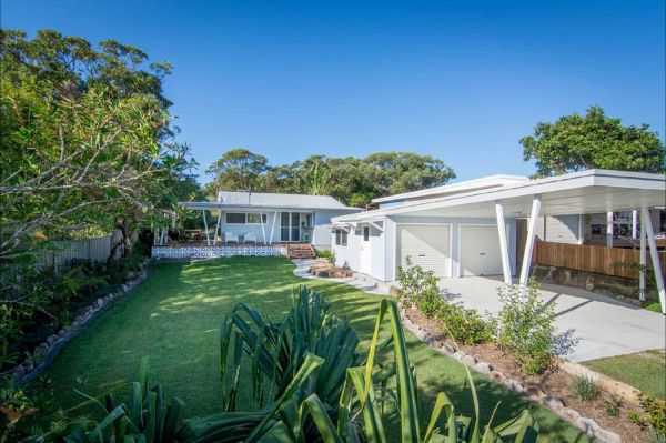 Back Beach Bungalow - Melbourne Tourism