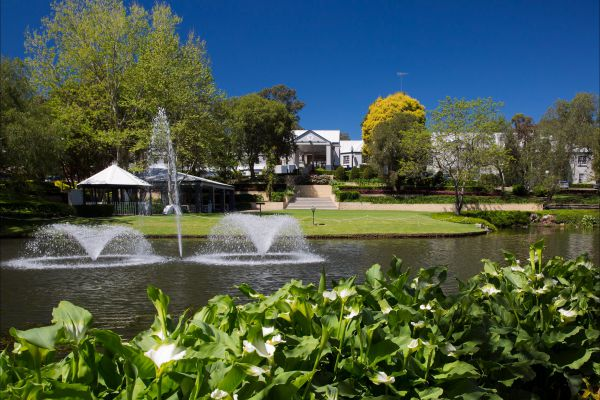 Crowne Plaza Hawkesbury Valley - Melbourne Tourism