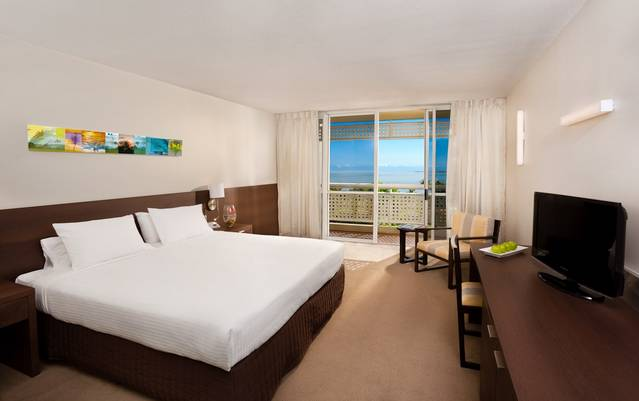 Holiday Inn Cairns Harbourside - Melbourne Tourism
