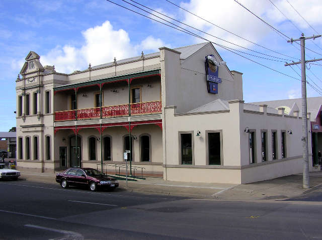 Mitchell River Tavern - Melbourne Tourism