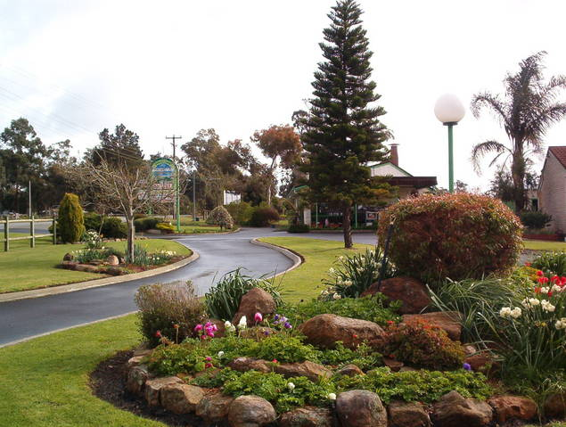 Mount Barker Valley Views Motel and Chalets - Melbourne Tourism
