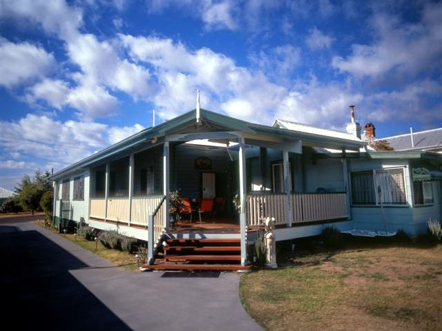 Pitstop Lodge Guesthouse and BB - Melbourne Tourism