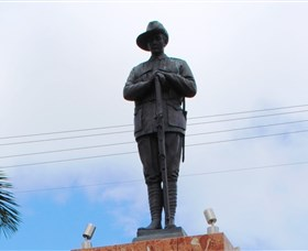 Charters Towers Memorial Cenotaph - Melbourne Tourism