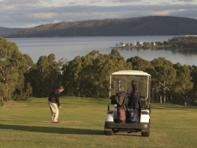 North West Bay Golf Club - Melbourne Tourism