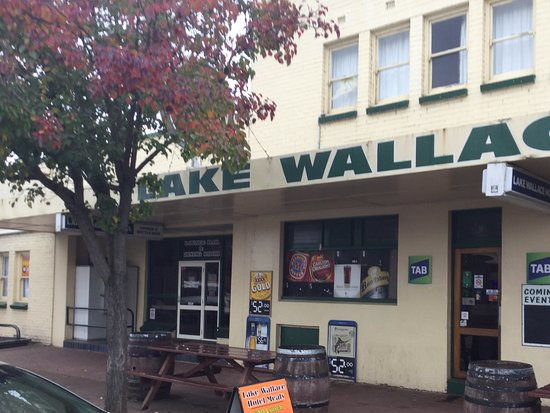 Lake Wallace Hotel - Melbourne Tourism