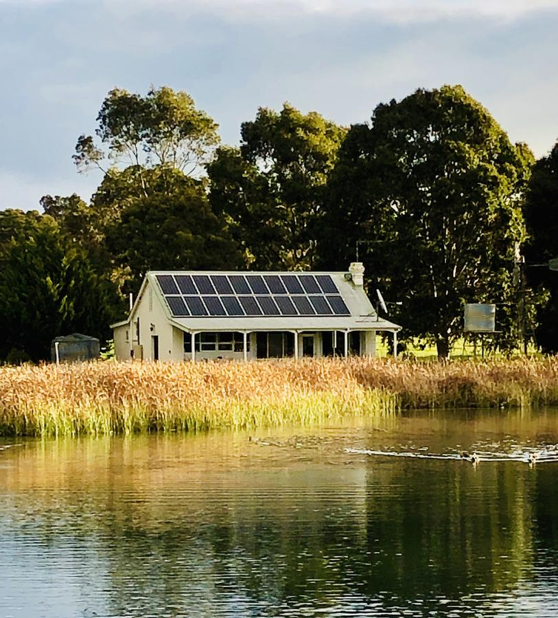 The Lake House Retreat - Melbourne Tourism