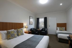 Cadman Motor Inn and Apartments - Melbourne Tourism