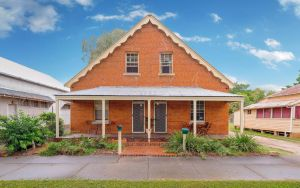 Eliza 1875 Red Brick Duplex Townhouse - Melbourne Tourism