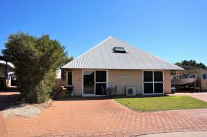 Osprey Holiday Village Unit 103/1 Bed - Perfect short stay apartment with King size bed - Melbourne Tourism