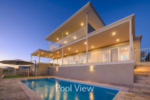32 Corella Court - Private Jetty and Pool - Melbourne Tourism