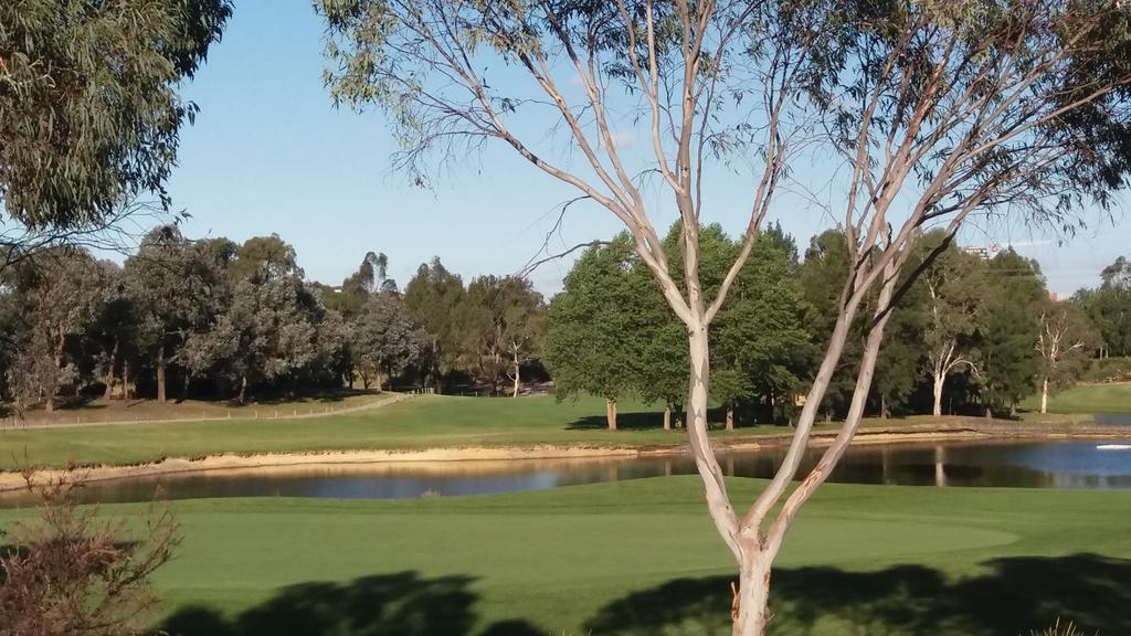 Sweet Home by the Golf Course - Melbourne Tourism
