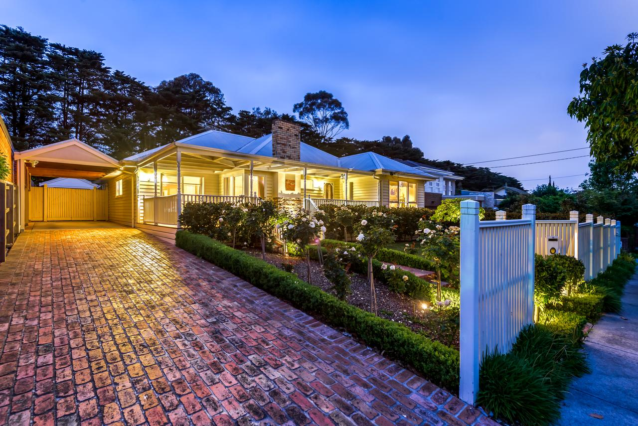 Lovely 5BR full house in Glen Waverley walk to train bus  shops - Melbourne Tourism