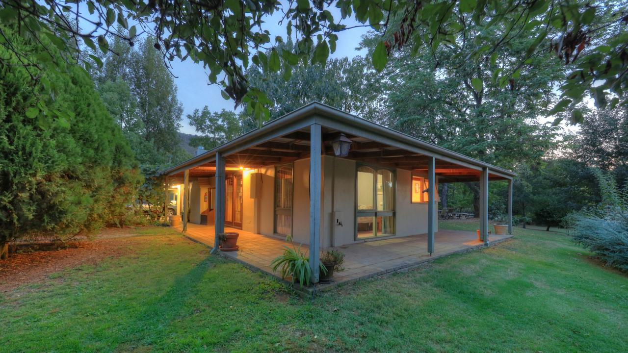 Aspens Springs Farmstay - Melbourne Tourism