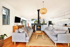 Ayana Beach House - Pet Friendly - Opposite Beach - Melbourne Tourism