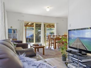 Beach Escape  Currarong - basic family accommodation - Melbourne Tourism